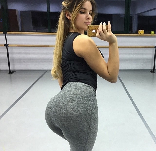 supposedly this russian model has 39 world 39 s most beautiful bottom 39 meet anastasiya kvitko. Black Bedroom Furniture Sets. Home Design Ideas
