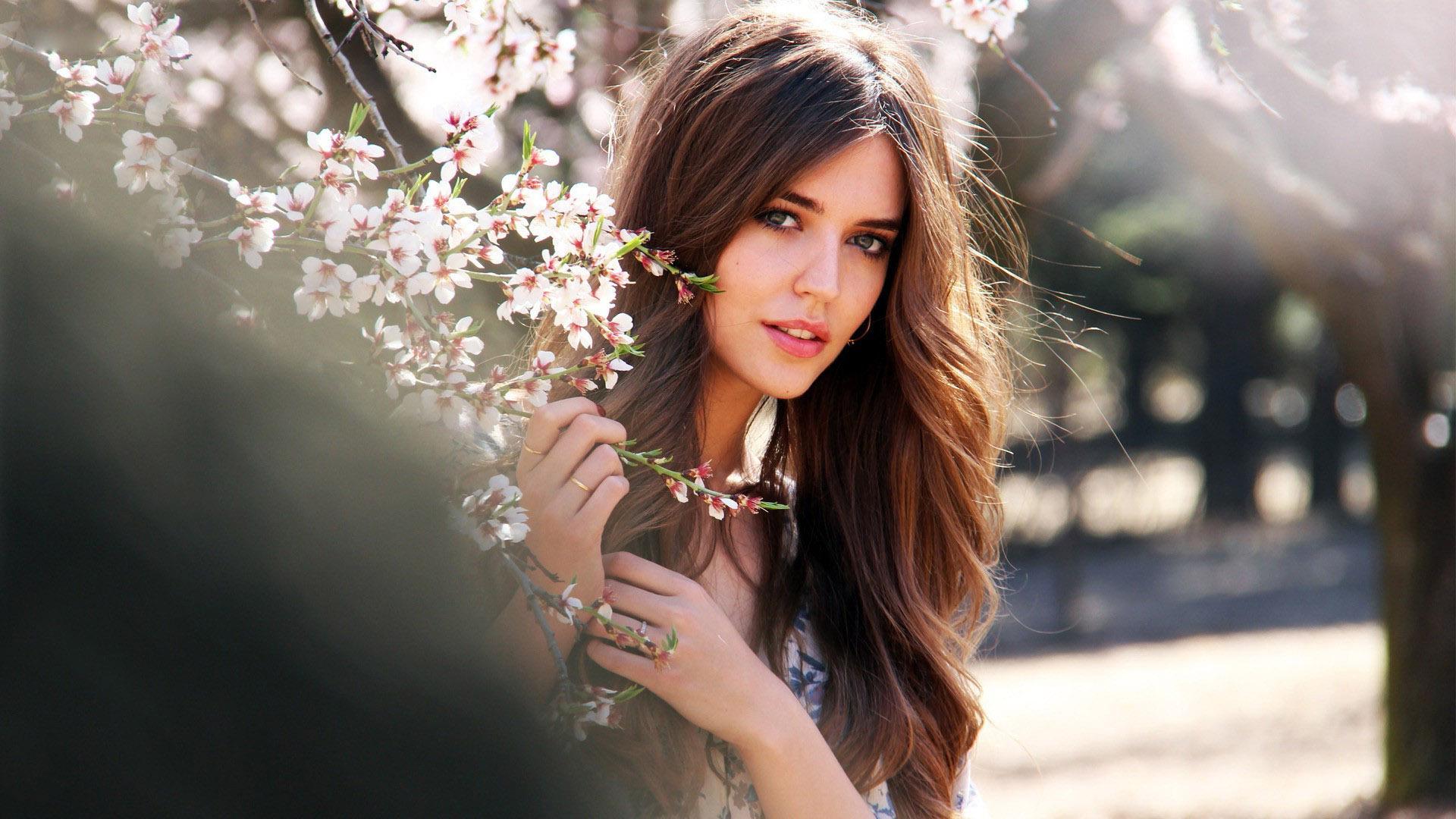 Clara-Alonso-Spanish-Model • iOS - 452.5KB