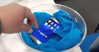 , Apple Working to Make the iPhone Waterproof