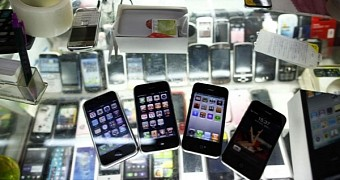 , Police Crack Down on Fake iPhones Sold Online