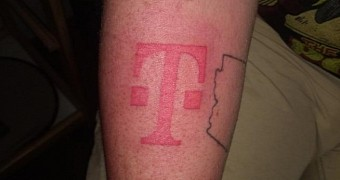 , Apple Fanboy Gets Gigantic T-Mobile Tattoo on His Arm for Free iPhone 8