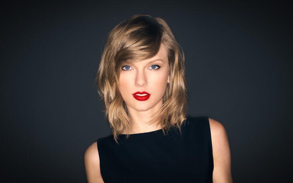 Taylor swift black top