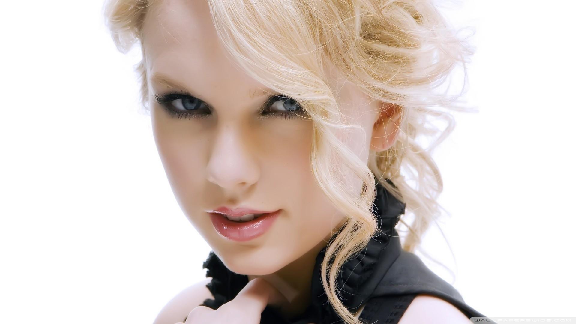 Taylor swift blonde hair