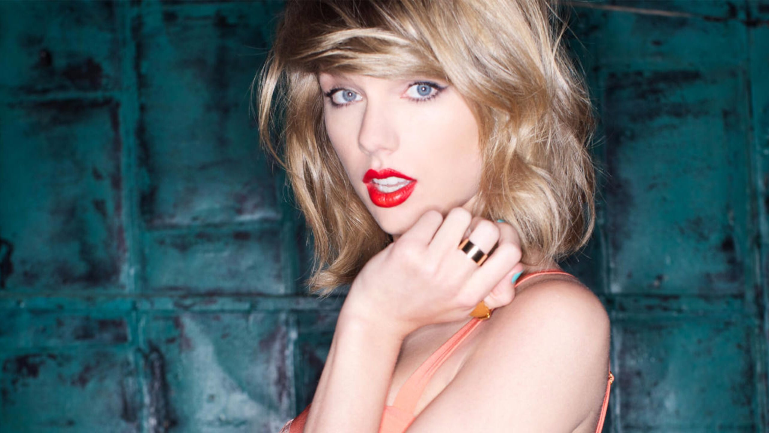 Taylor swift blue eye color scaled