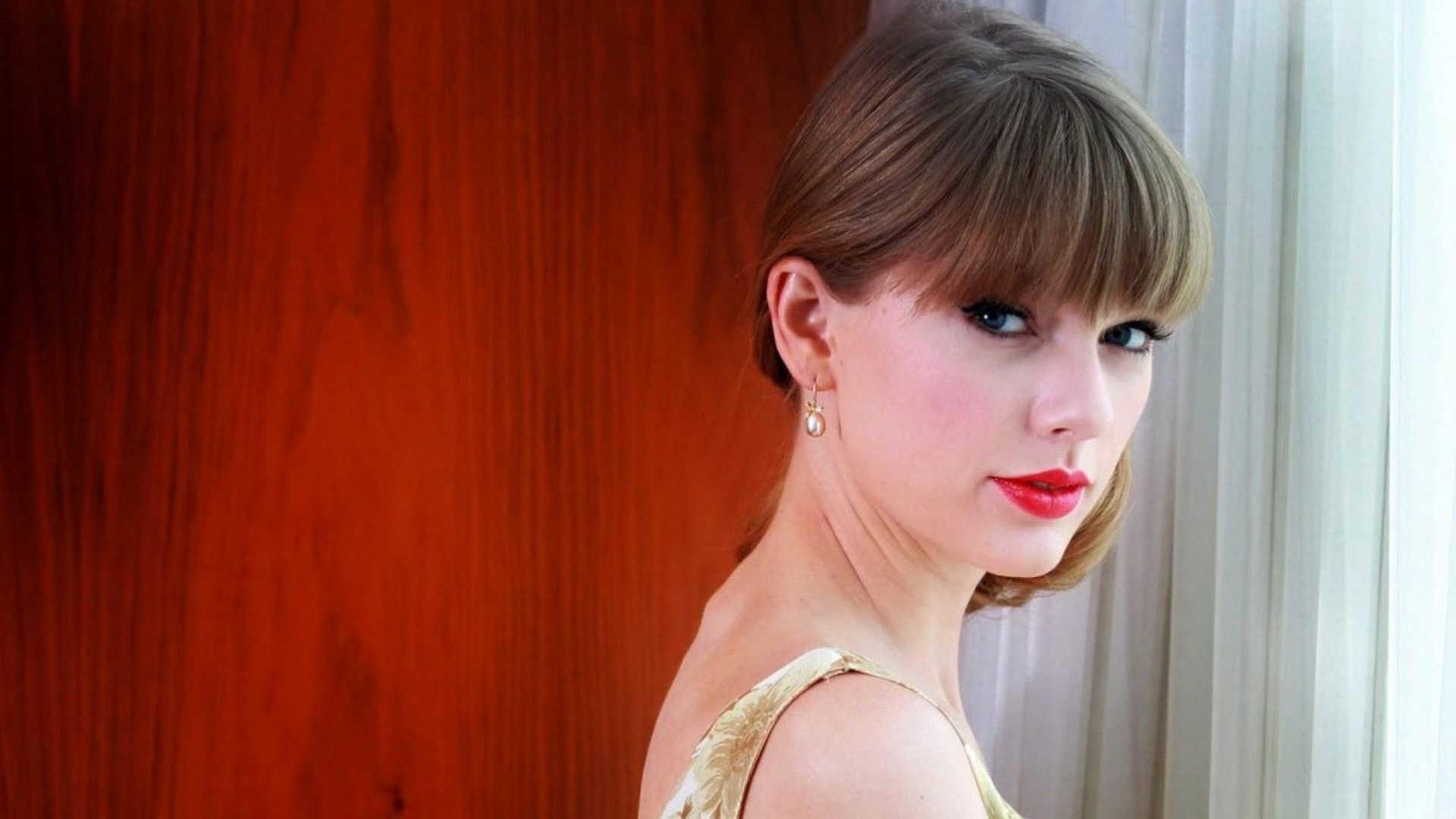 Taylor swift brown hair