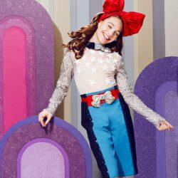 Big ribbon outfit