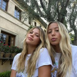 Sofia richie with her sister